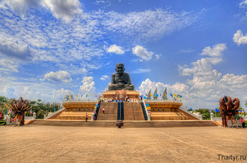 Wat Huay Mongkol — храм Черного монаха