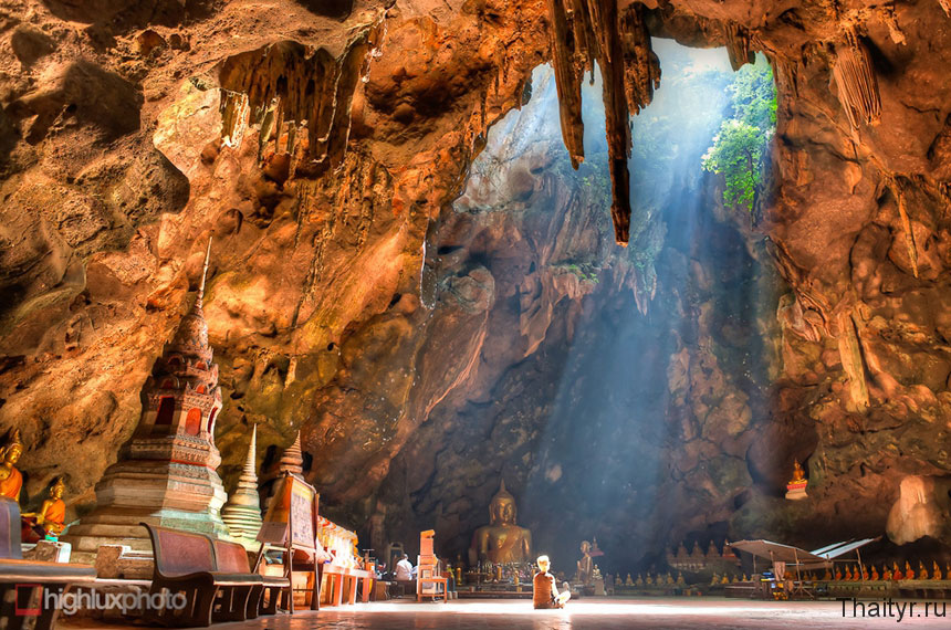 Храм в пещере Khao Luang Cave